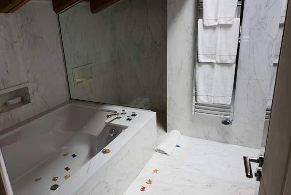 Salle de bains d'une référence